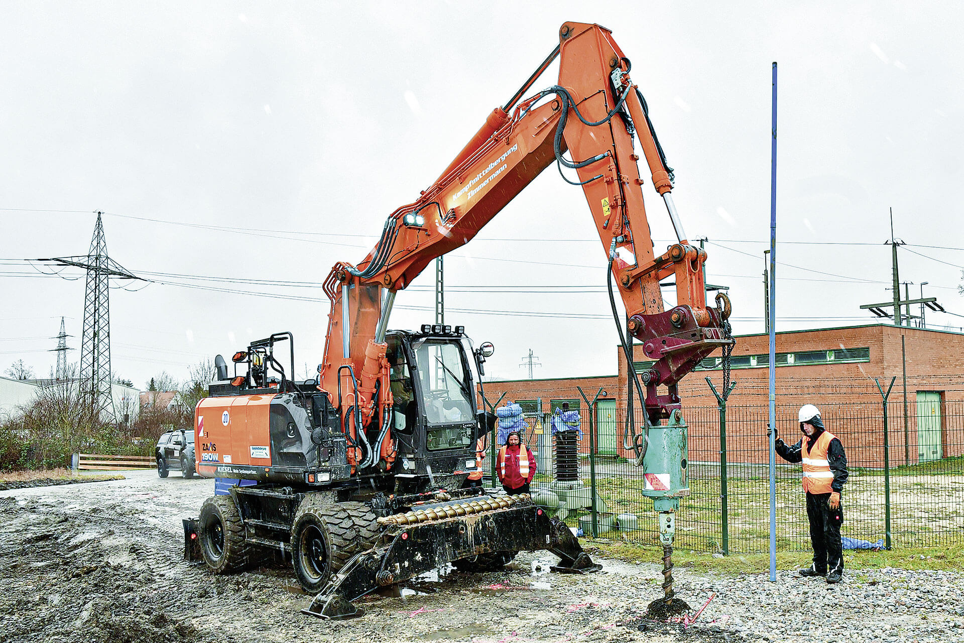 Read more about the article Hitachi schlägt sich bombig