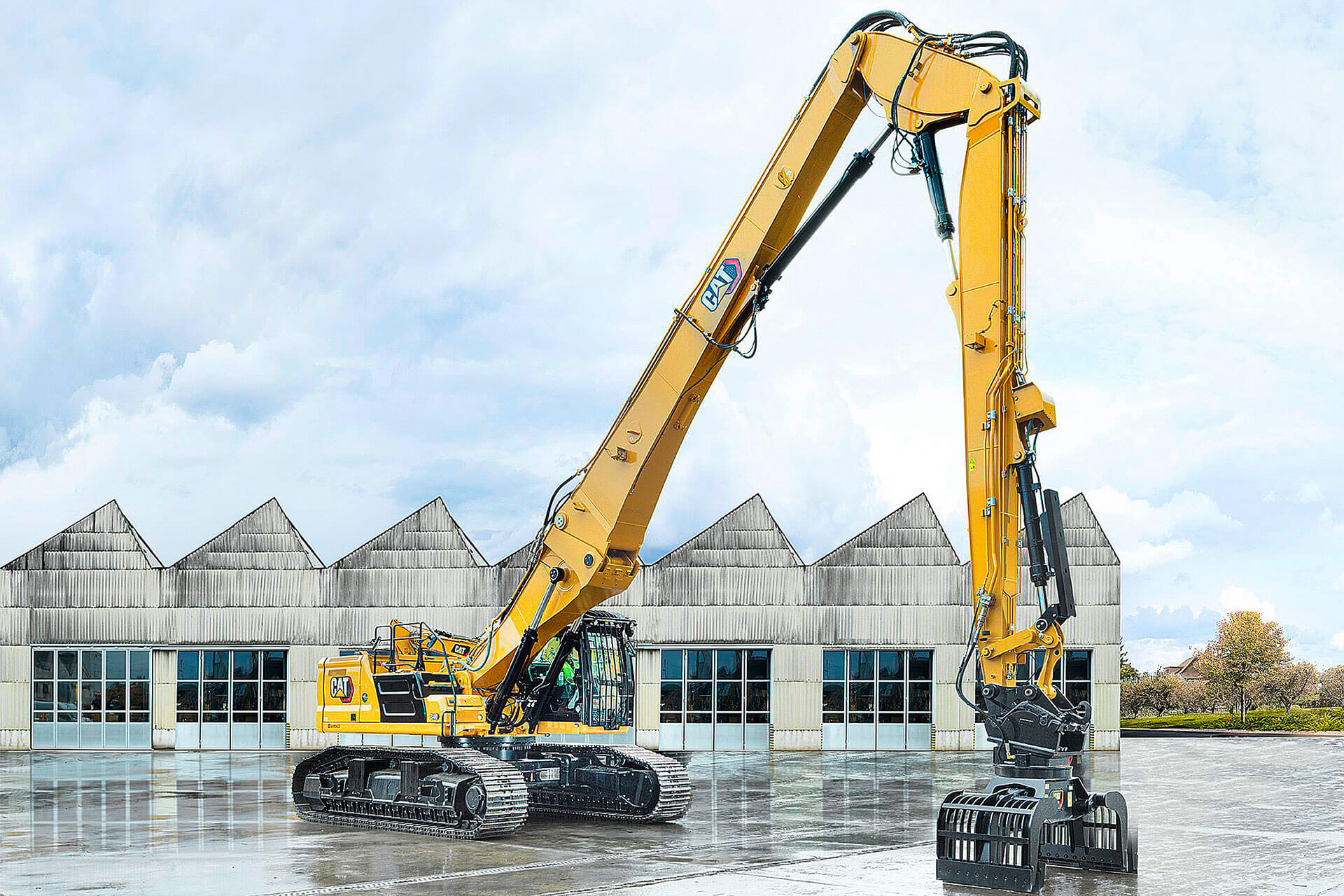 Read more about the article Hoch hinaus:  Abbruchbagger  Cat 340 UHD