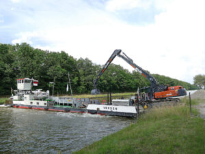 Read more about the article Schwimmender Einsatz mit Atlas Kettenbagger