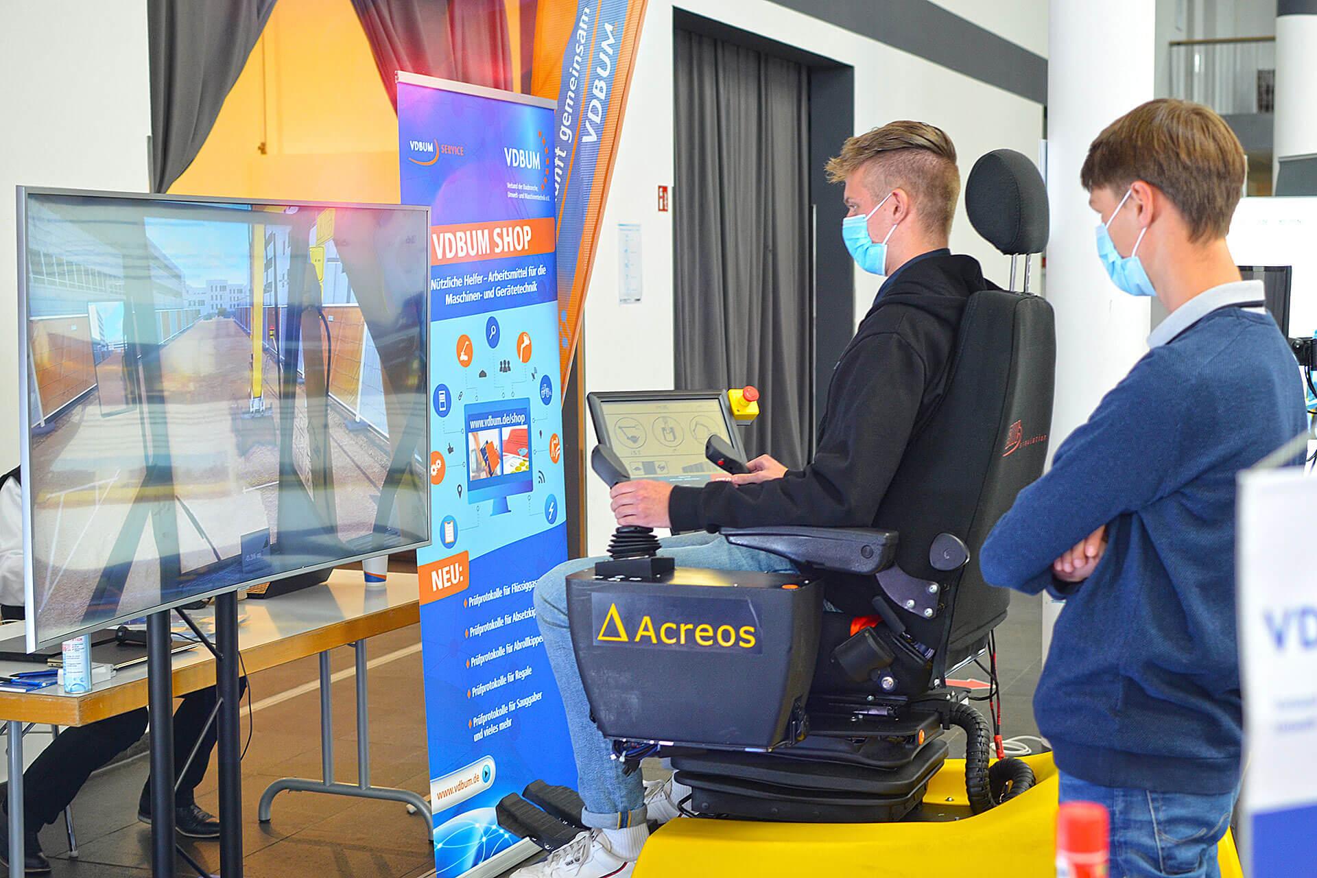 Read more about the article VDBUM Azubi-Cup im Steuern von Baumaschinen am Simulator