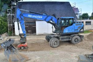 Hyundai-Mobilbagger im Einsatz im Kanalbau